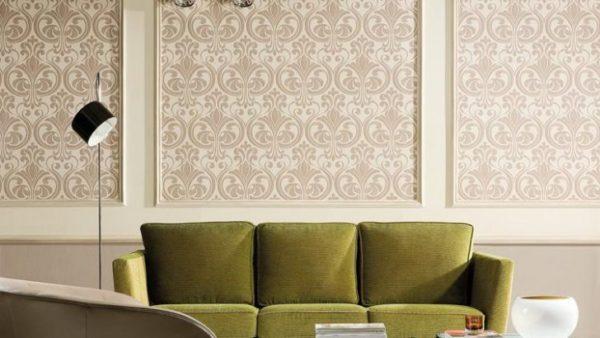 Дополнив кусок обоев красивой рамой, вы превратите их в полноценный декоративный элемент