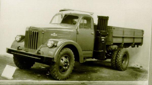 Довольно долгое время на автомобилях дрова были серьезной альтернативой бензину.