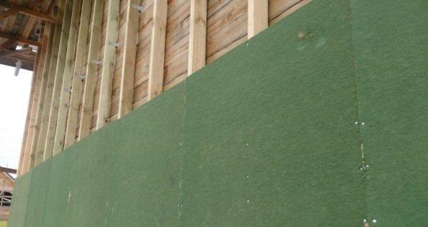 Древесное волокно спрессовывается в плотные и настолько прочные плиты, что в них удерживаются гвозди