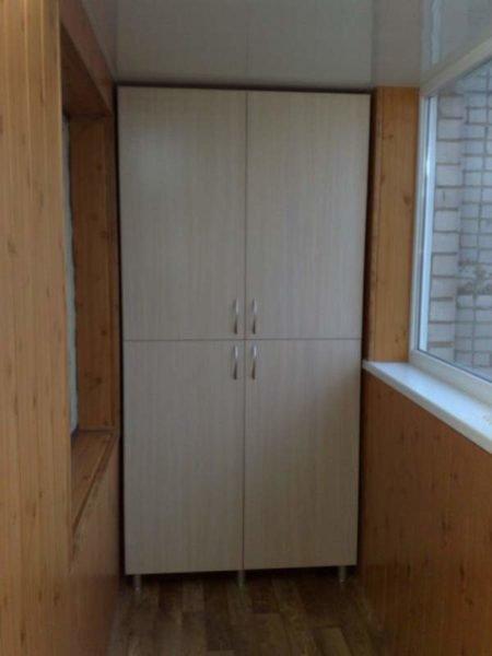 Двери для шкафа из ЛДСП желательно делать на заказ.