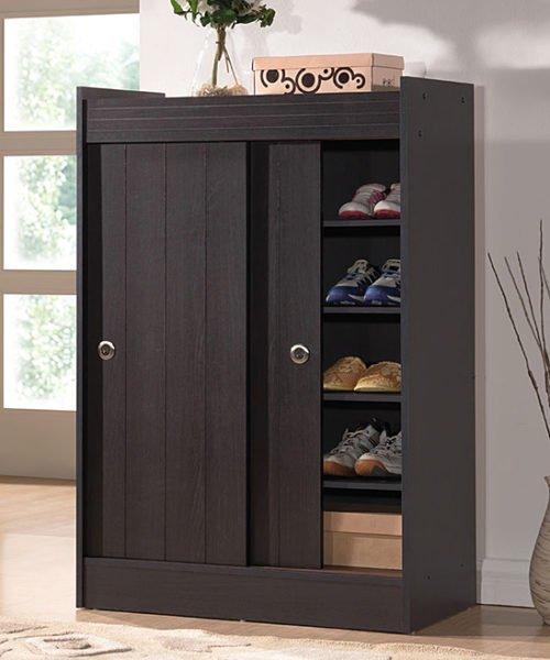 Дверцы купейных шкафов не распахиваются, а сдвигаются вбок.