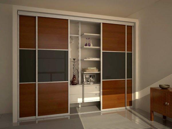 Дверцы шкафа двигаются вбок, а не распахиваются на себя