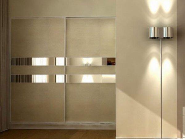Двухдверный шкаф по-прежнему считается самой популярной мебелью в малогабаритных квартирах