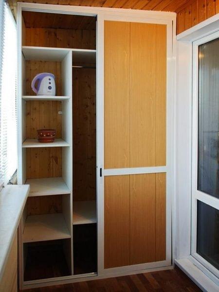 Двухсекционная мебель удобна в эксплуатации;