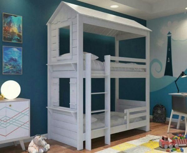 Двухъярусные конструкции в виде домика – необычное решение для детской