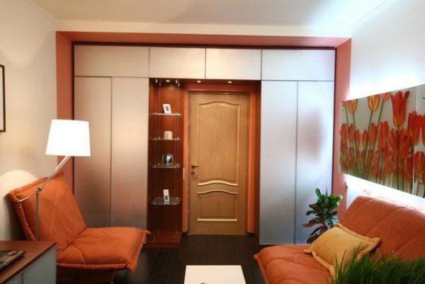 Элементы встроенного шкафа должны перекликаться с предметами интерьера.
