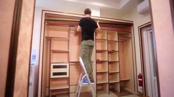 Если думаете, что самостоятельная сборка мебели по силам только профессионалам, то это не так — с такой работой справится каждый