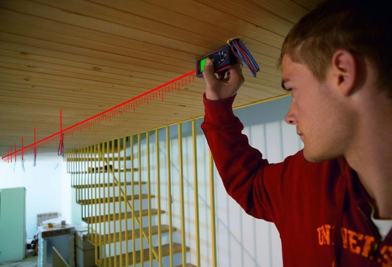 Если есть возможность, для работы лучше использовать лазерную рулетку.