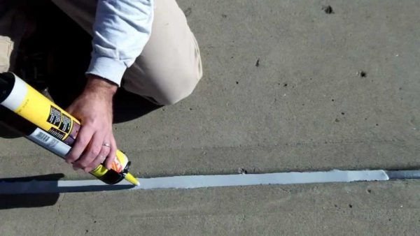 Если глубина шва значительна, герметик отвердевает медленно.