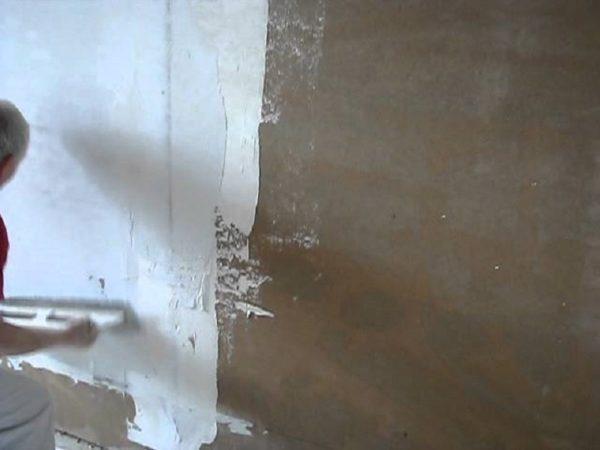 Если стены с изъянами, их полностью шпаклюют