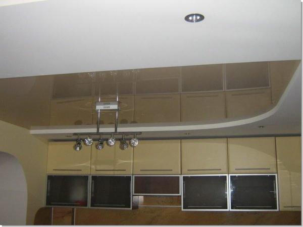 Если в помещении 2 типа потолочных покрытий, то работа усложняется
