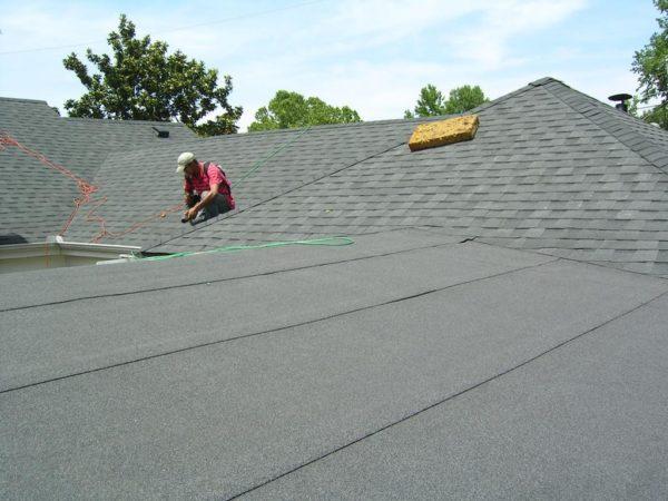Еврорубероид можно использовать для плоских и односкатных крыш с небольшим углом наклона