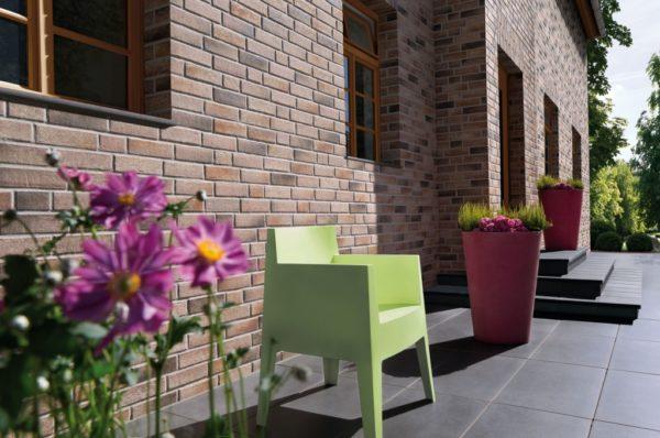 Фасад любого дома при облицовке плиткой значительно украсит его внешний вид