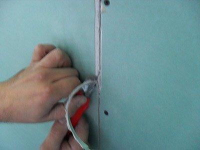 Фаска позволяет сделать швы гипсокартона намного прочнее за счет заполнения стыка шпаклевочной массой