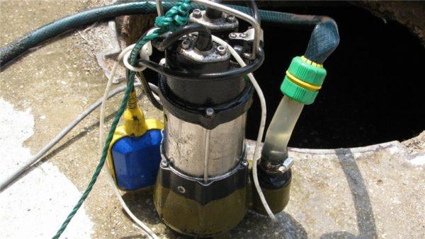 Фекально-дренажный насос Спрут мощностью 500 ватт.