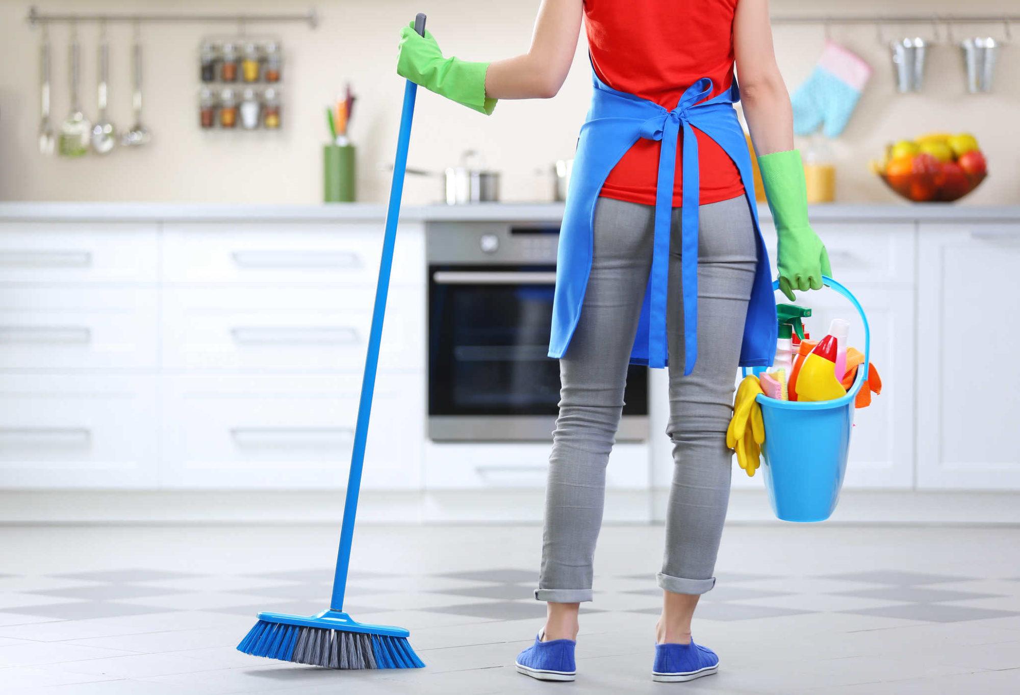 Раз в неделю рекомендуется проводить обычную влажную уборку, а раз в месяц – генеральную