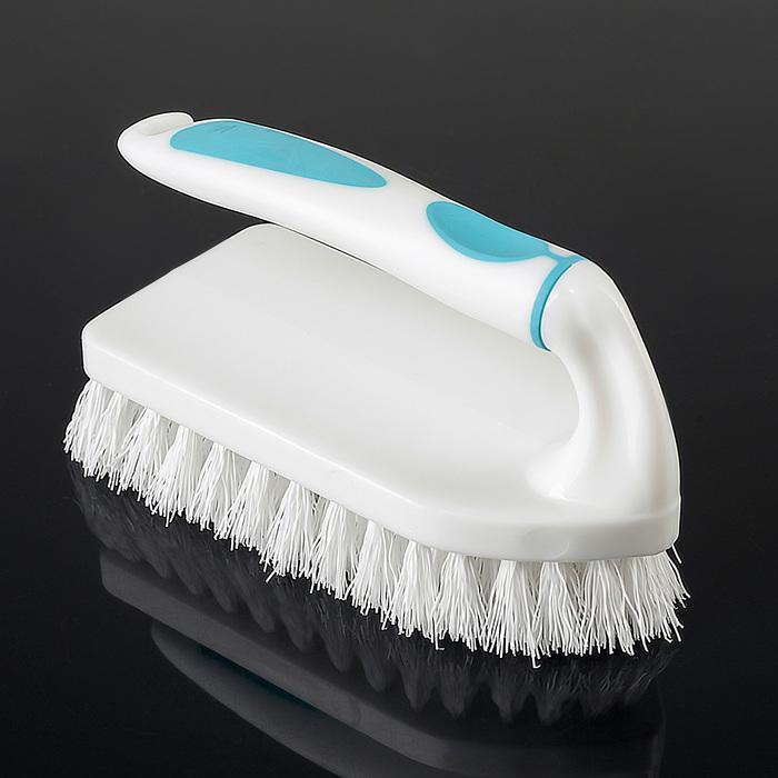 Благодаря пластиковым ворсинкам, щетка не царапает поверхности, но хорошо очищает