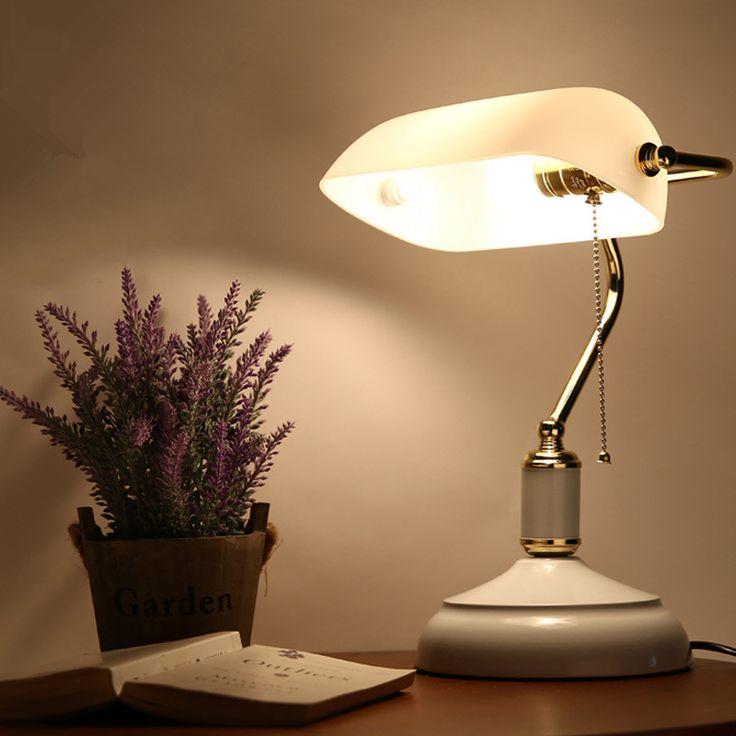 Лучше всего, если источники света в спальне можно будет регулировать по яркости