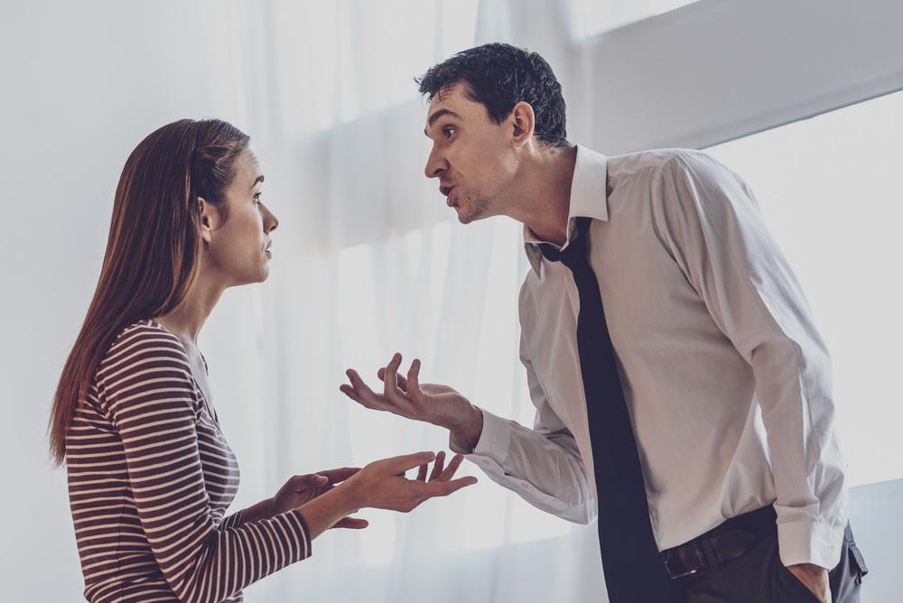 Самое последнее, что можно сделать при ссоре - это оскорблять родных и близких людей.