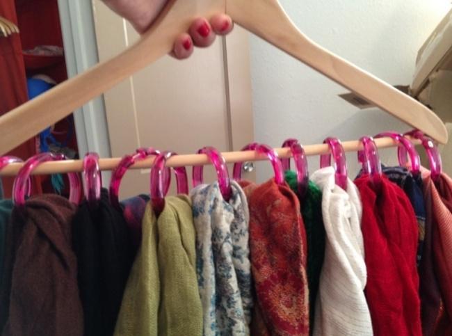 Интересная вещица для хранения шарфов.