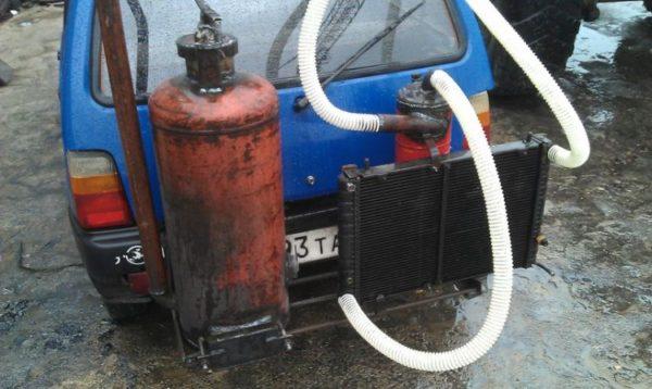Фото рабочего генератора из газового баллона, огнетушителя и автомобильного радиатора.