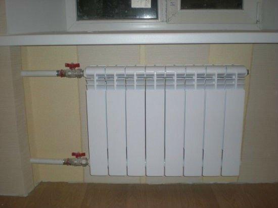 Функция радиатора - создать тепловую завесу перед окном.