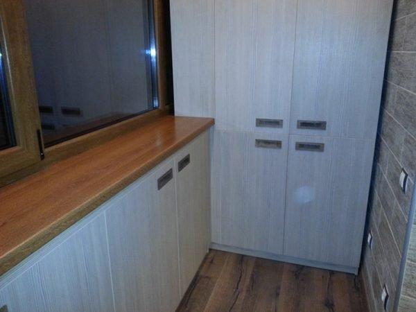 Фурнитура — немаловажная часть шкафа, от ее качества зависит долговечность конструкции