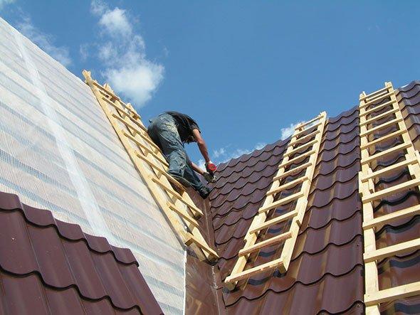 Гидроизоляция крыши под металлочерепицу должна осуществляться грамотно