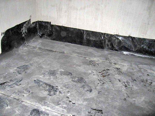 Гидроизоляция на полу поможет создать дополнительный барьер для влаги