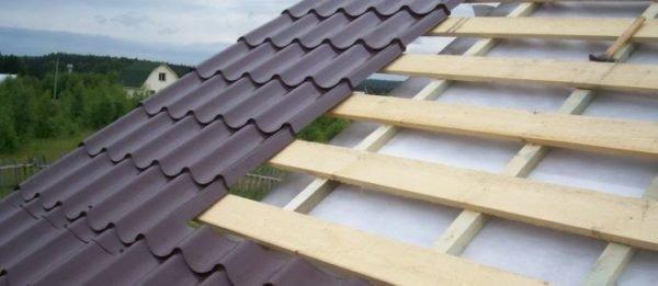 Гидроизоляция позволяет защитить крышу от конденсата