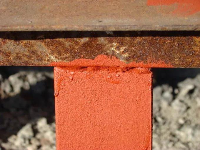Главная функция быстросохнущего грунта – защита металла от коррозии
