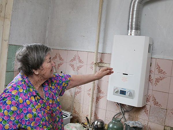 Главный довод в пользу установки колонки — это дешевизна газа, благодаря чему этот прибор становится выгодной альтернативой централизованному горячему водоснабжению