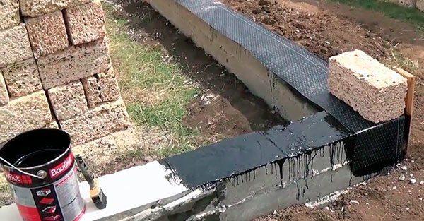 Горизонтальная гидроизоляция предотвращает капиллярный подсос влаги в стены