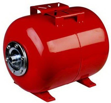 Горизонтальный бак для горячей воды имеет мембрану из технической резины