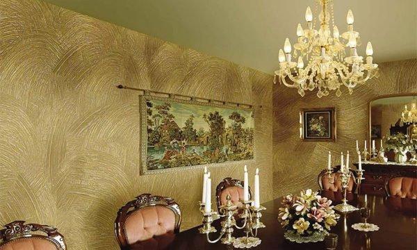 Готические и этнические черты в исторических и замковых стилях будут возможны в результате применения рельефной штукатурки