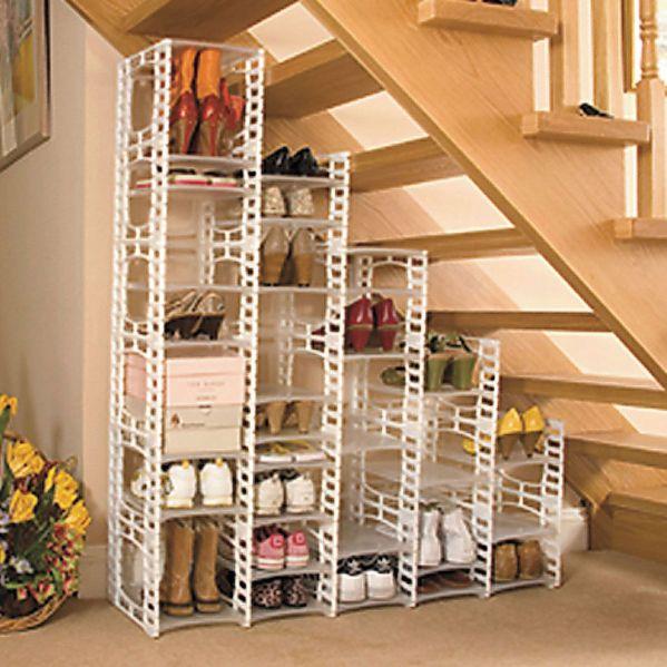 Готовые модульные стеллажи станут хорошим решением для наполнения шкафов со сплошными закрытыми фасадами.