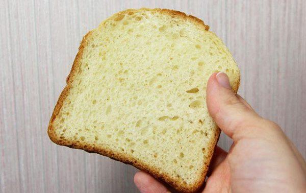 Хлеб поможет избавиться от жирных пятен
