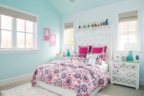 Хотите своими руками создать интересный интерьер в стиле прованс? Выбирайте пастельный бирюзовый и насыщенную фуксию.