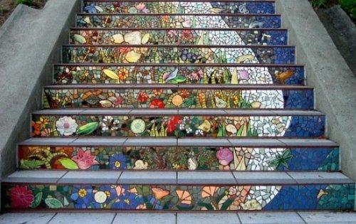 Художественная мозаика на подступенках.