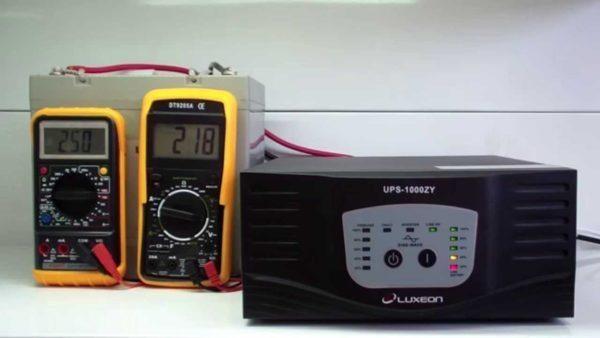 ИБП для котла не только обеспечивает запас энергии, но и выравнивает напряжение в сети