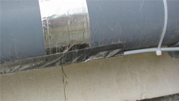 Имеющий сечение 110 мм приток пришлось снабдить 30-ваттным кабелем.