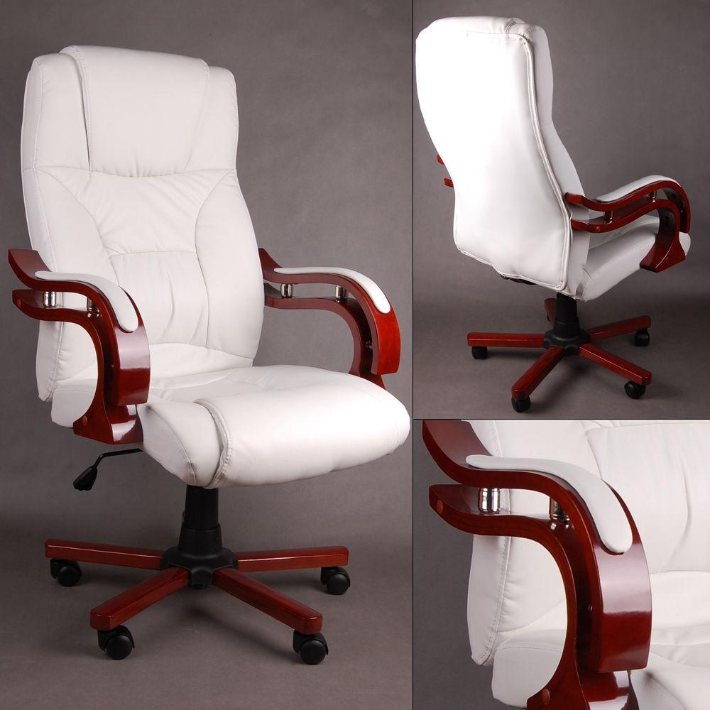 Белые кресла отличаются высокой эстетичностью