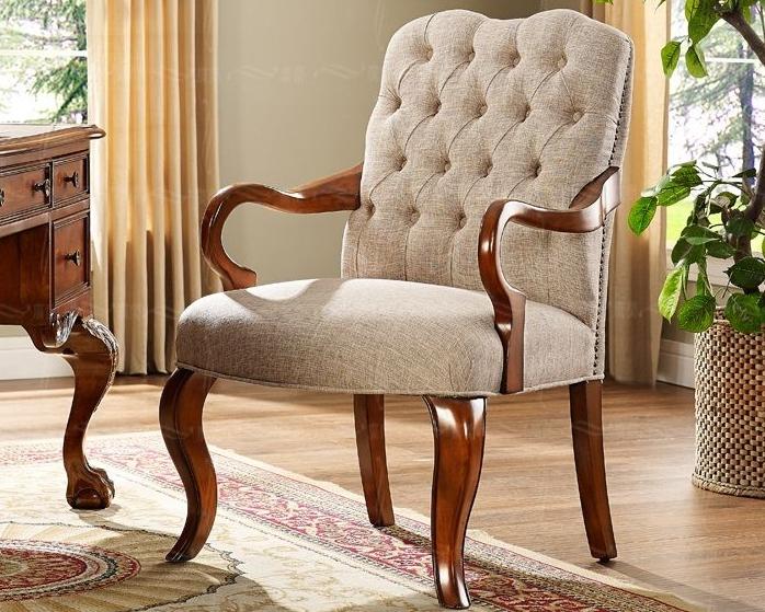Кресла на ножках встречаются часто и отлично зарекомендовали себя в использовании