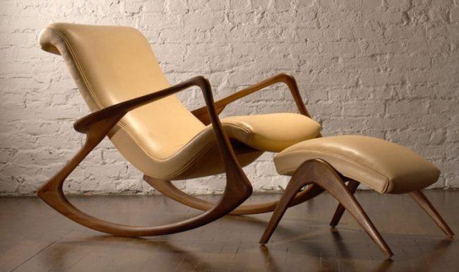 Повысить качество отдыха в кресле поможет подставка для ног