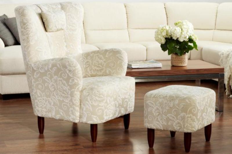 Белая мебель зрительно делает помещение больше