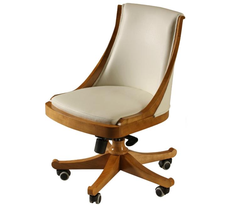 Кресло из натурального дерева обойдется вам в несколько раз дороже хорошего металлического варианта