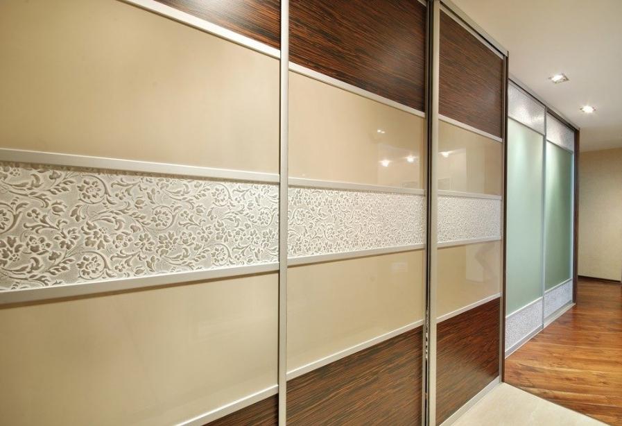 Фасадные панели применяются при изготовлении сдвижных дверей.