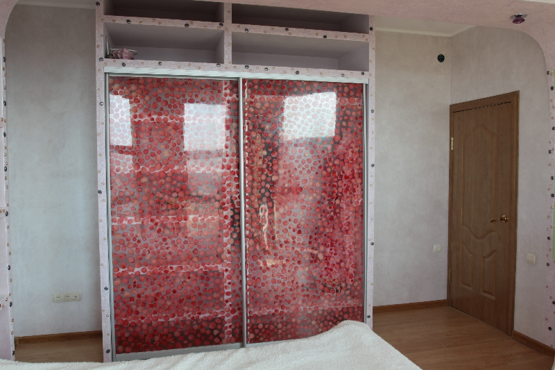 Цветочные лепестки как наполнение декоративных панелей смотрятся оригинально и привлекательно
