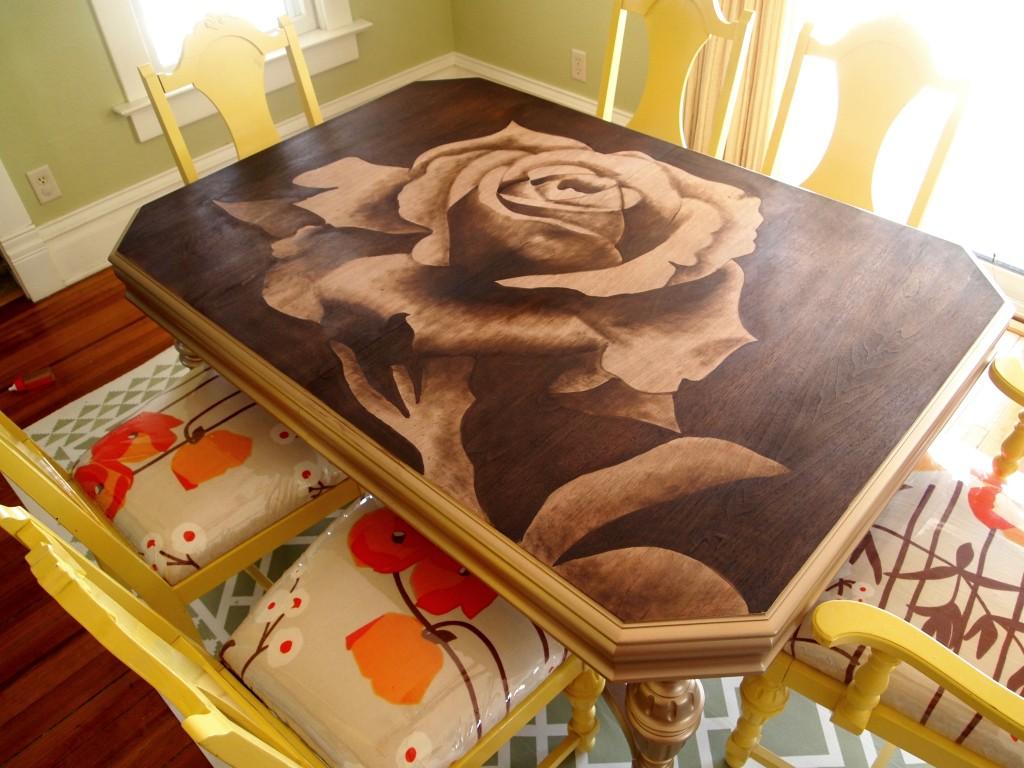 Отреставрировать старую, но добротную мебель в домашних условиях вполне реально.