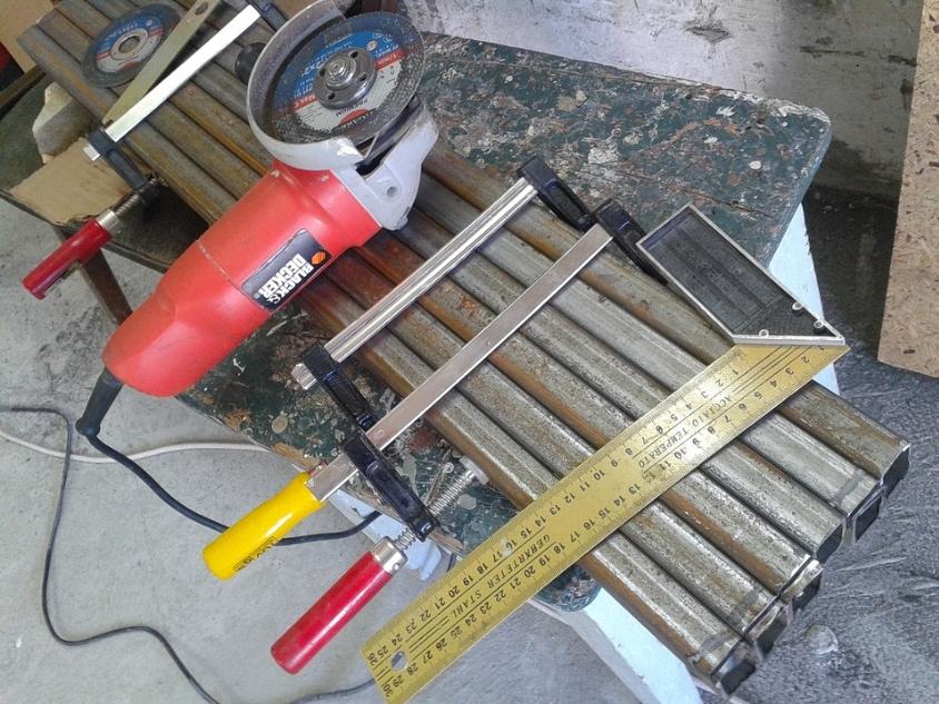 Профильные трубы и инструмент для работы с ними